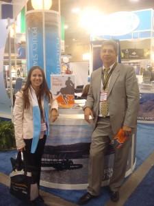 Carolina Martínez de Argentina Mining, junto a José Luis Fenoglio de Rizzo Associates, expositor de Argentina Mining 2010.