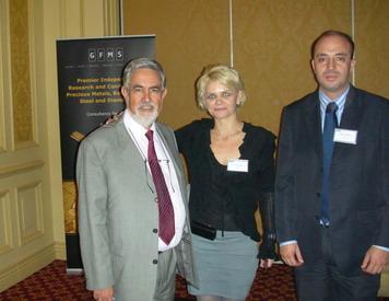 Ricardo Cortes, Director de Argentina Mining, Carmen Eleta, Encargada de Ventas de GFMS, y Pablo Bravo, periodista de Editec.